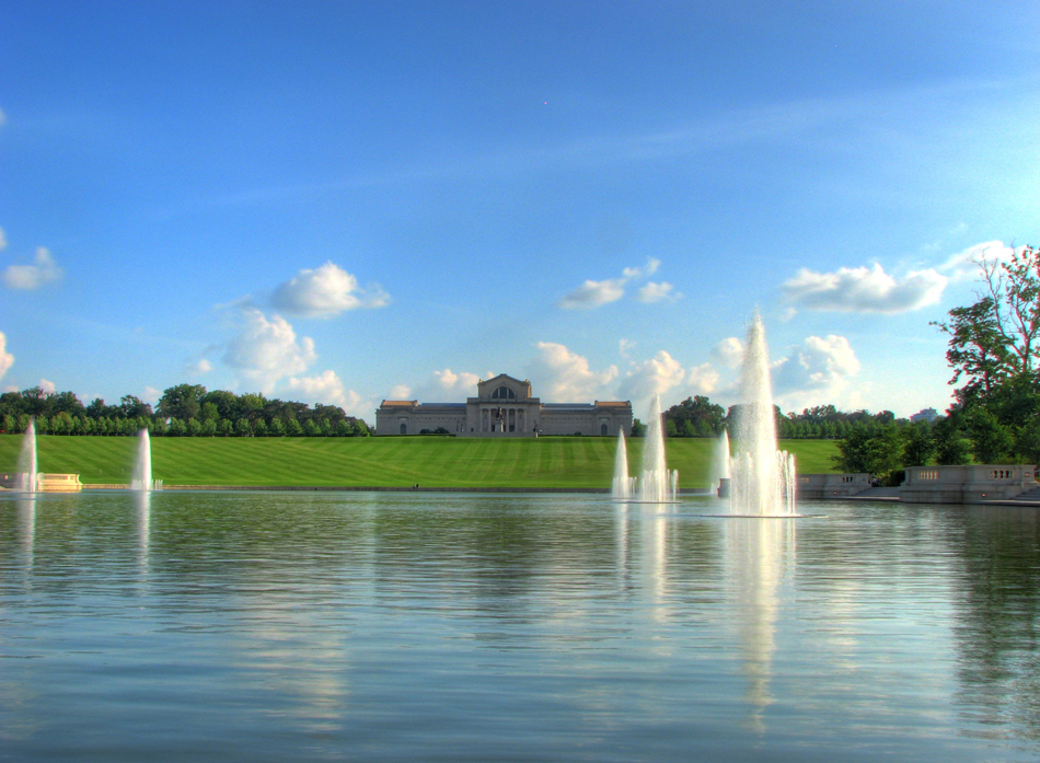 The St. Louis Art Museum atop Art Hill overlooking the fountains of the Grand Basin